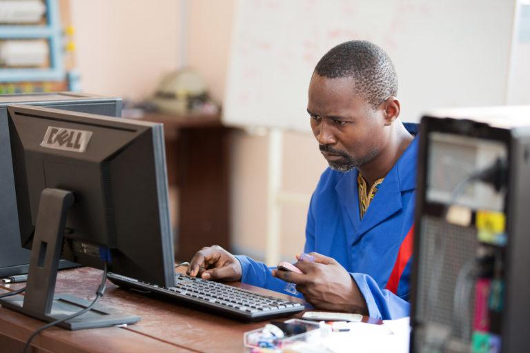 Centre Universitaire de Recherche sur l'énergie pour la santé (CURES) de Yaounde, the 30 Janvier 2015 © Sylvain Liechti